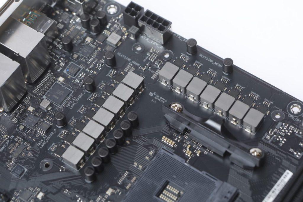 CPU採用共12+2相電輸出。
