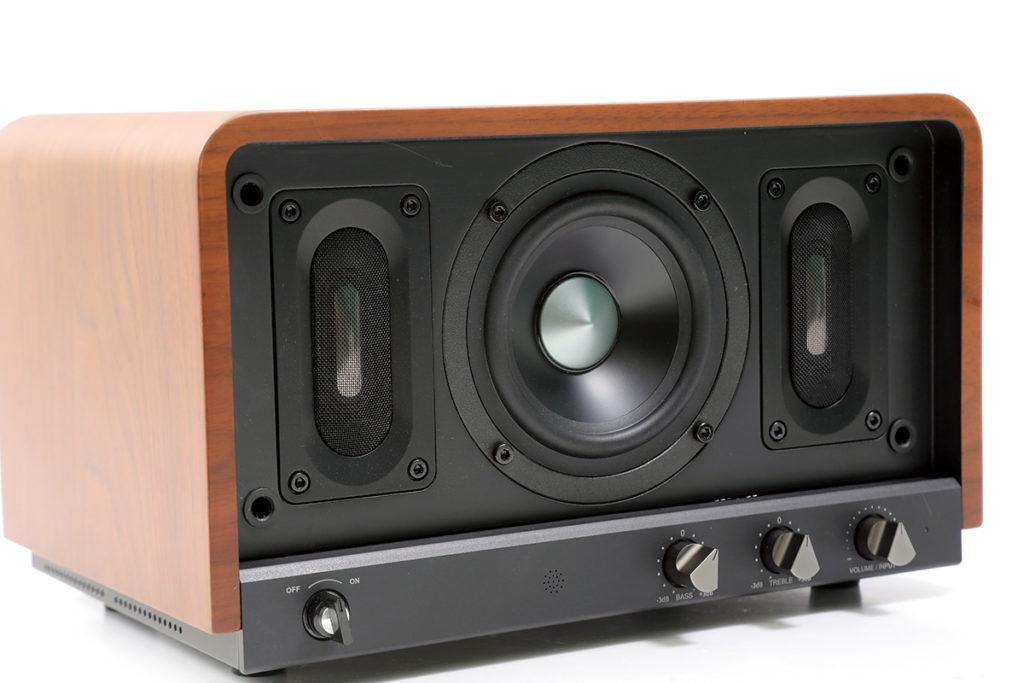 Air-Blade 高音單元採用柳葉形的橢圓振膜,有助高頻有更好的擴散。