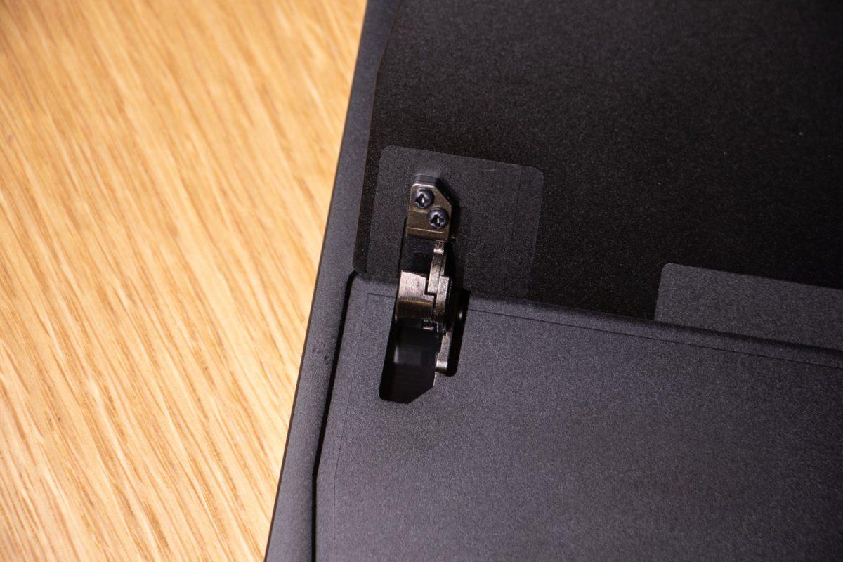 15~75 度之間自由調整的金屬支架配合用家不同使用方式。
