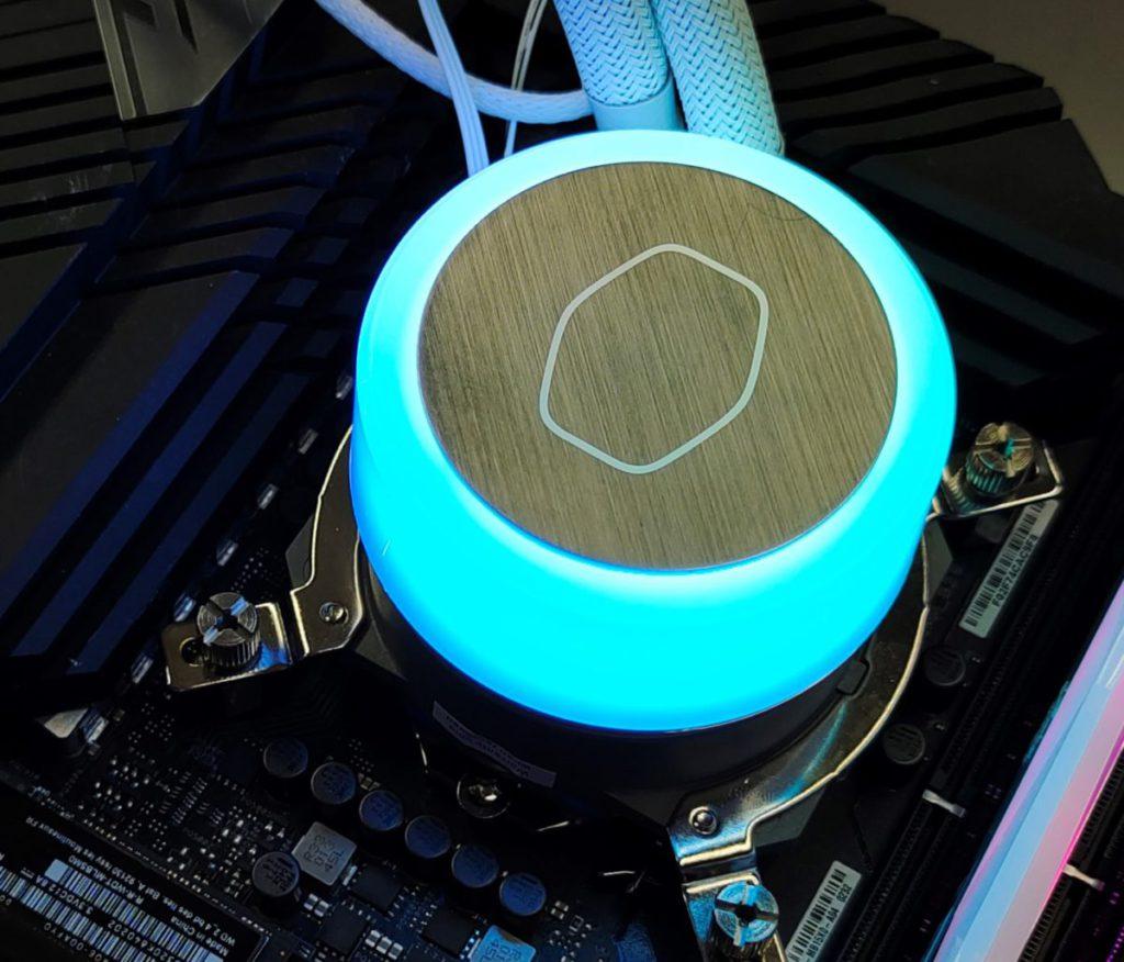 第三代 Dual Chamber 幫浦不但效能更高、工作更寧靜 (僅有 < 10 dBA 噪音水平),而且提供更出色的 ARGB 燈效。