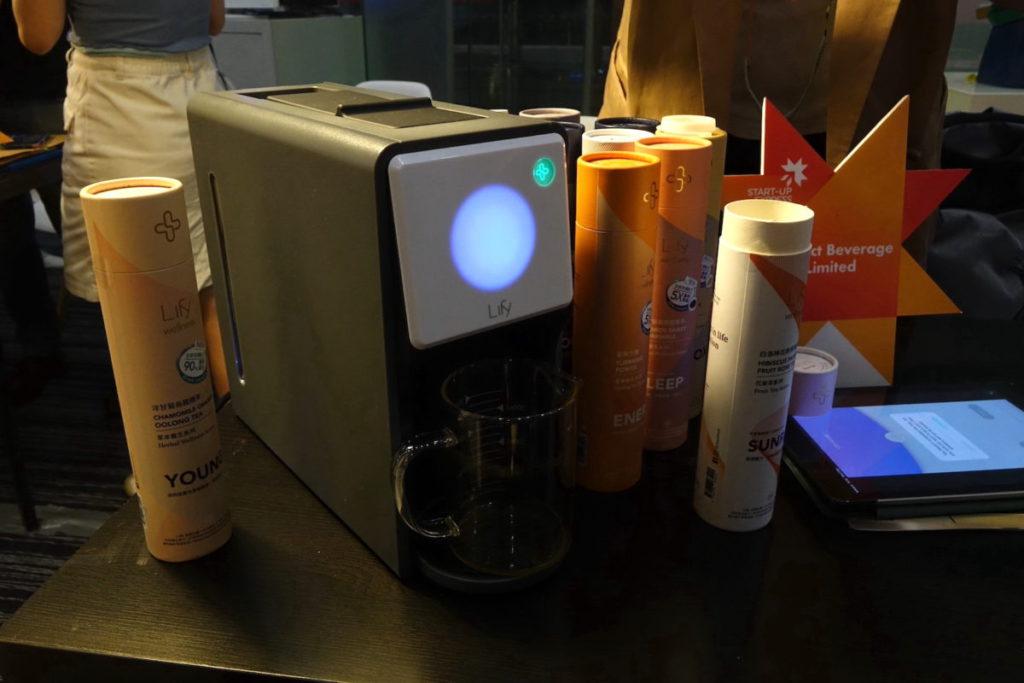 Contact Beverage 研發的智能茶飲沖泡機 Lify , 1 分鐘之內沖泡草本養生茶。