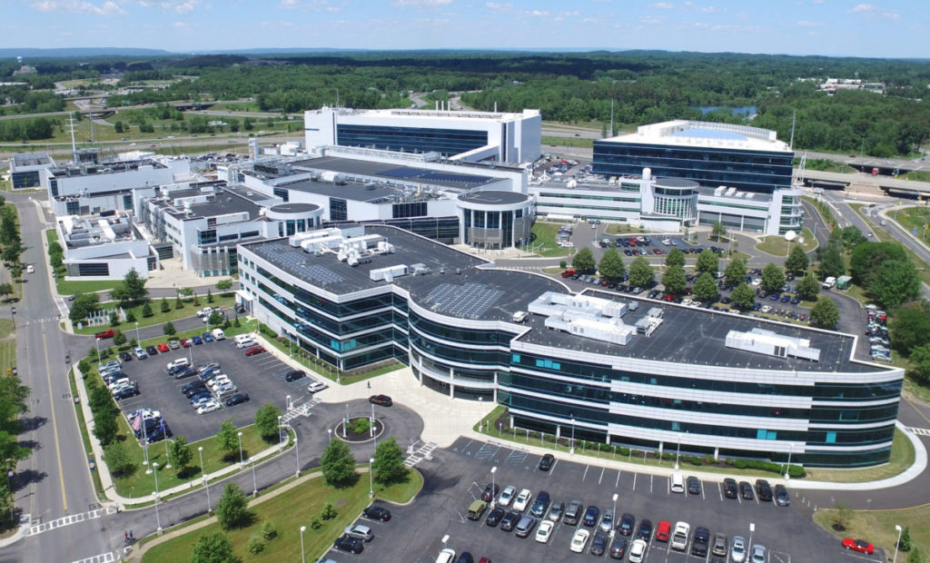 這次展示的 2nm 製程晶圓就是由奧爾巴尼納米技術中心內的 IBM Research 奧爾巴尼設施開發的。