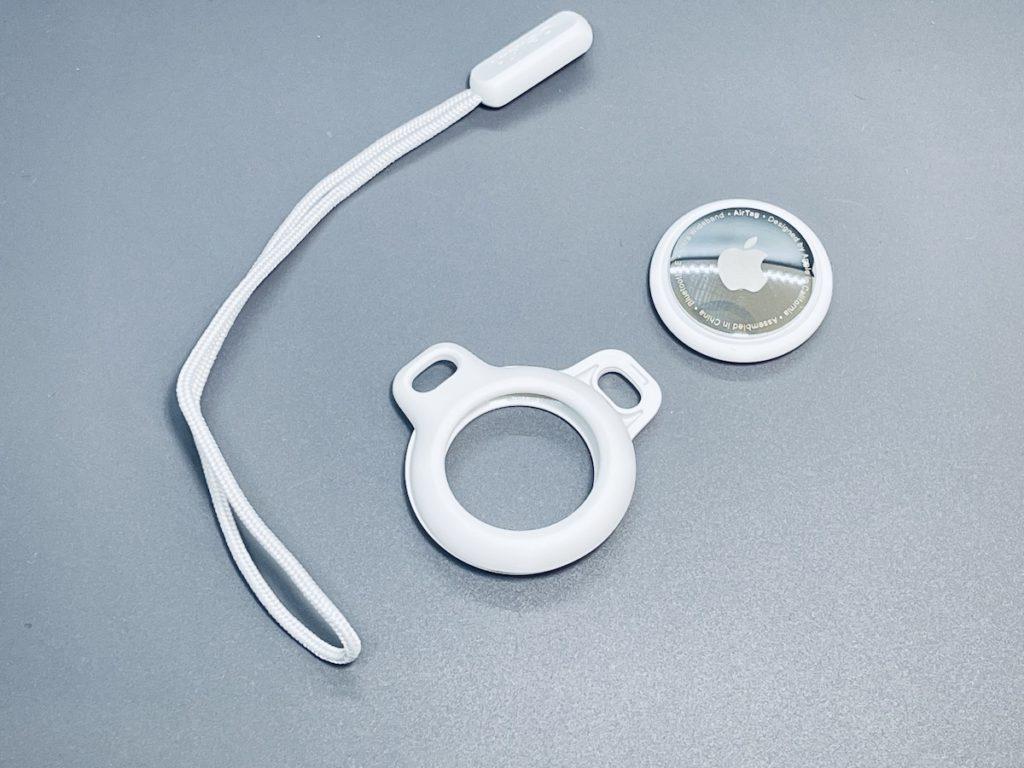 Belkin AirTag 保護環採用旋扭上鎖的開放式設計,將 AirTag 像夾心餅般夾住,一扭即鎖上,安裝不困難。
