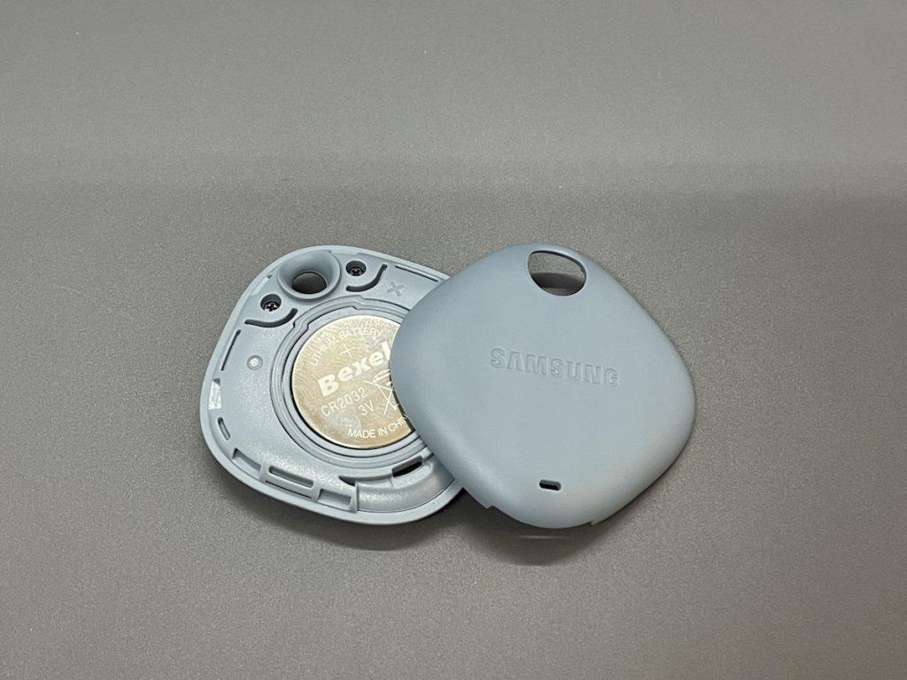揭開蓋掩就可以換電,電池也是常用的 CR2032 ,換電沒難度。