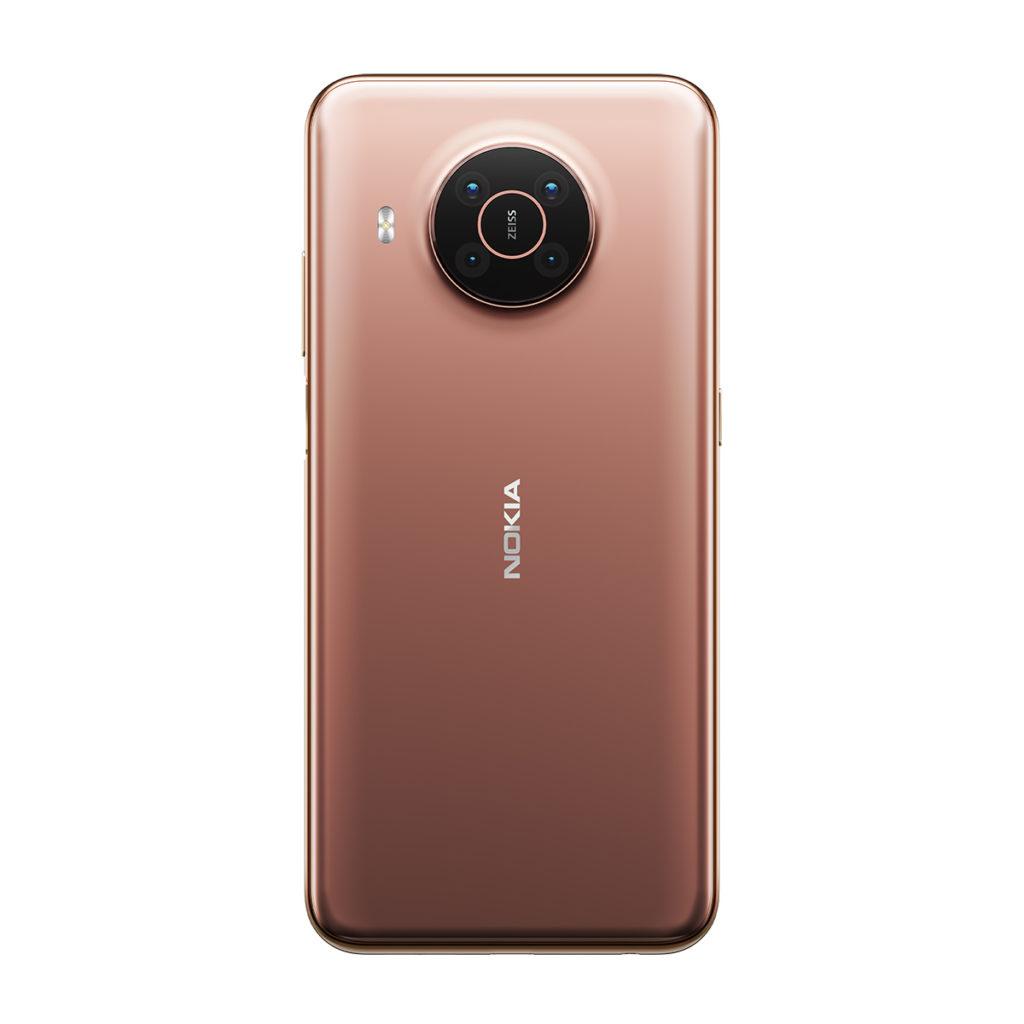 外觀上近似 Nokia 8.3 5G的 Nokia X20 採用 Snapdragon 480 5G處理器,內置8GB RAM 及 128GB ROM,配備 6.67吋 FHD+ 開孔屏幕,以及具備Zeiss 光學認證、由 64MP主鏡、5MP 超廣角、2MP 微距及2MP 景深構成的四鏡頭系統。