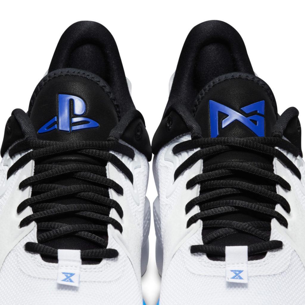 三大特色之一:鞋舌上印有 PG 和 PlayStation 標誌。