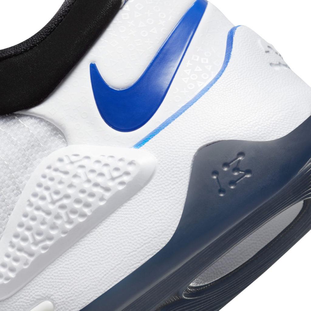 鞋墊與外底參考 PS5 的工業設計。