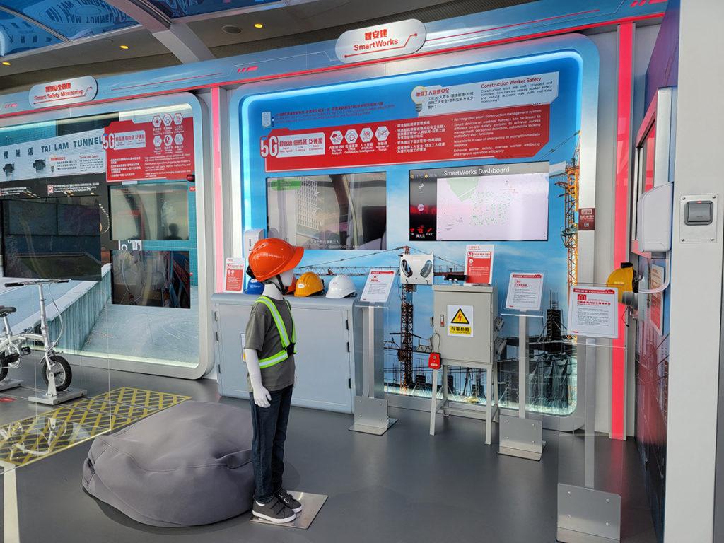 建築地盤亦可用應用到5G,如配備 5G IoT 感應器的智能安全帽,令地盤管理團隊即時了解工人狀況,察覺危機。