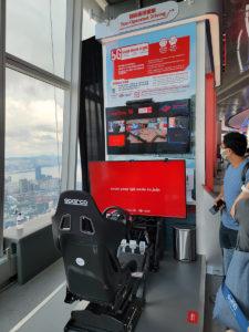 記得試試 5G 遙距駕駛,坐上賽車模擬器即可控制遠在數碼港的實體模型賽車,同其他車手即時比試,相當好玩。