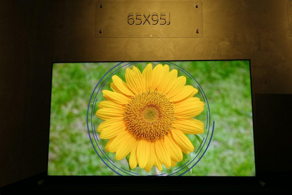 X95J 的背光控制能力比 X90J 高,因此顏色的對比會比 X90J 更佳。