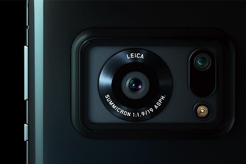Sharp AQUOS R6 機背的「大眼」印有「Leica Summicron 1:1.9 / 19 ASPH」字樣,顯示出與 Leica 的合作成果。