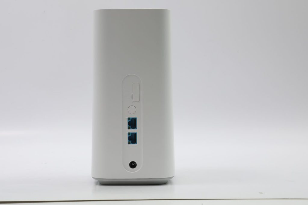 設有兩組Gigabit LAN,其中一組可設定為WAN使用。
