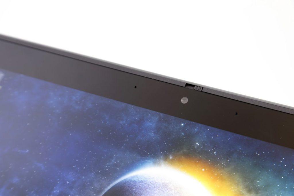 屏幕上方與鍵盤位置皆設有視像鏡頭。