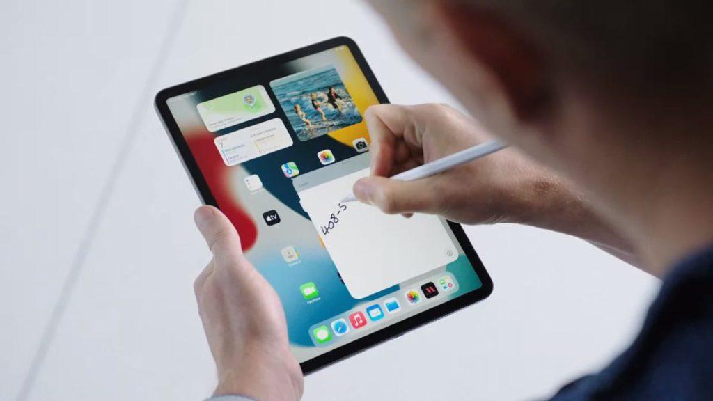現在即使沒有 Apple Pencil ,只要從畫面右下角用手指一撥,就能叫出 Quick Note 。