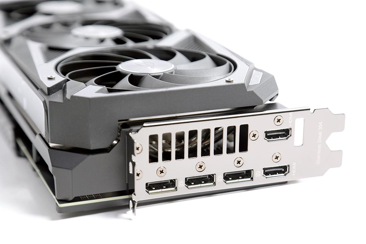 背板顯示輸出經過特別修改,可提供多一組總共兩組 HDMI 輸出,較標準設計為強。