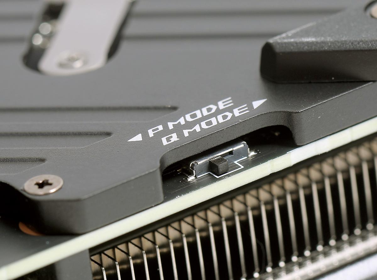 可在 DIP Switch 作BIOS 的切換,包括效能的 P Mode 及靜音的 Q Mode。