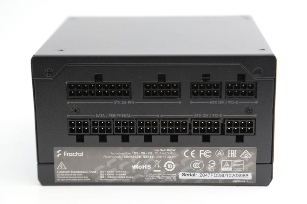 採用全 Cable Management 設計,更提供 3 組 PCI-E 輸出,可支援超頻版 RTX 3080 / 3080 Ti / 3090 顯示卡的需要。