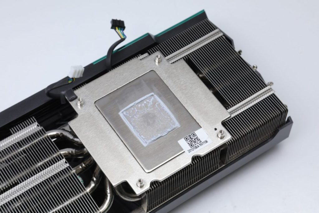 與 GPU 接觸的部分經過悉心設計,可有效增加 72% 與 GPU 接觸面積。