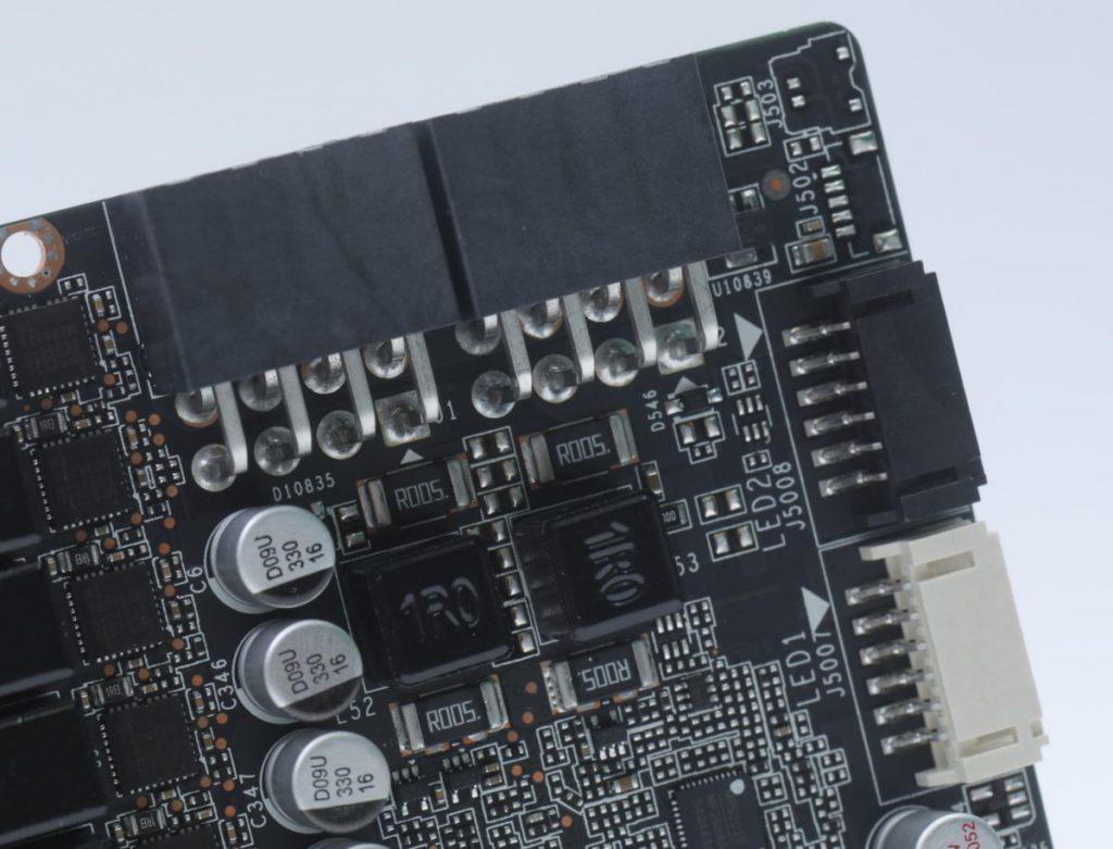 提供 2 組 LED 控制