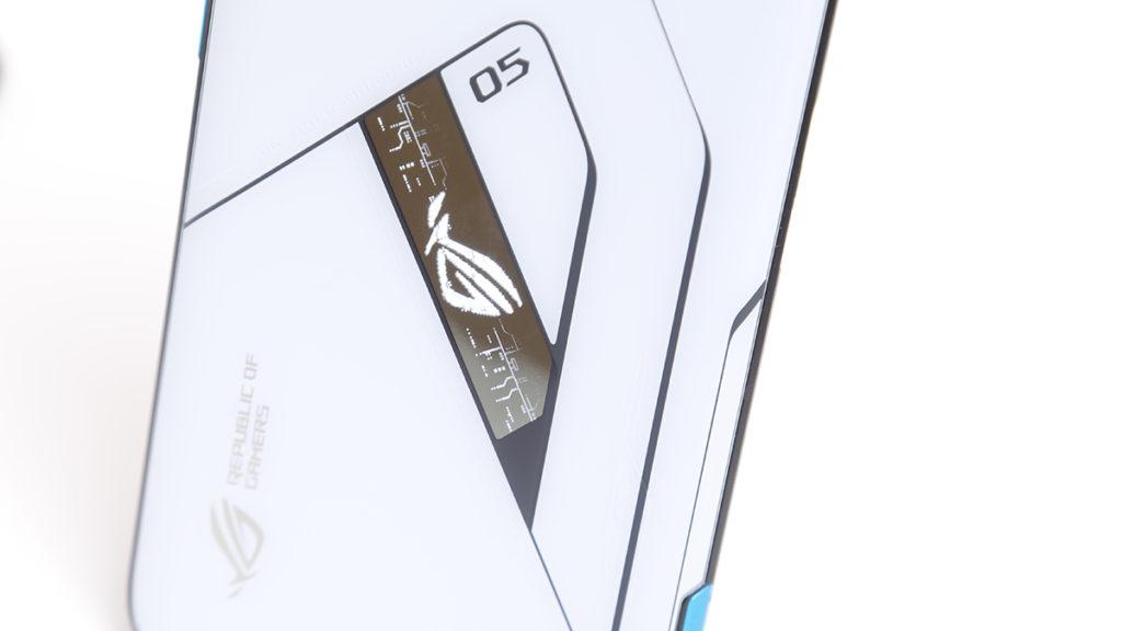ROG Phone 5 Ultimate 的「後置幻視屏幕」,已內置針對七個不同情境可顯示出三種不同動畫,手機會自動偵測並播放。