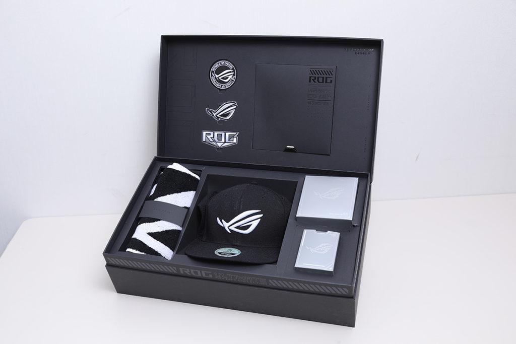 「 ROG 信仰 boxset 」包括毛巾、Cap 帽、專屬貼章及啤牌等。