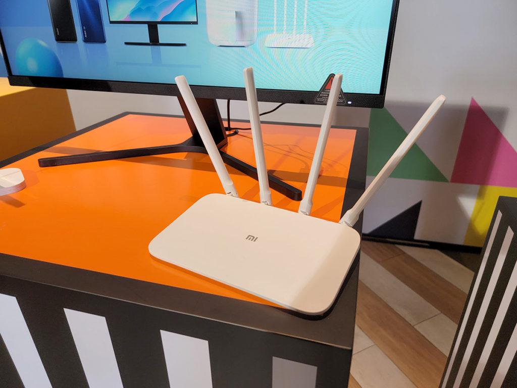 小米路由器 4A Gigabit版配備 GbE LAN 介面,使用全方位高增益4 天線。小米路由器 4A Gigabit 版更特設家長模式,幫助家長管理兒童上網時間及內容。小米路由器 4A Gigabit 版建議售價為$219,6 月 18 日起接受預訂,6 月 24日正式發售。