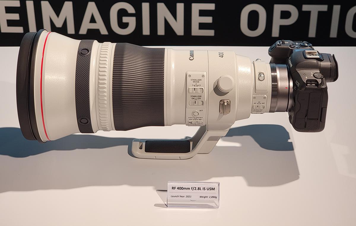 RF 400mm f/2.8L IS USM 只有 2,890g 重。