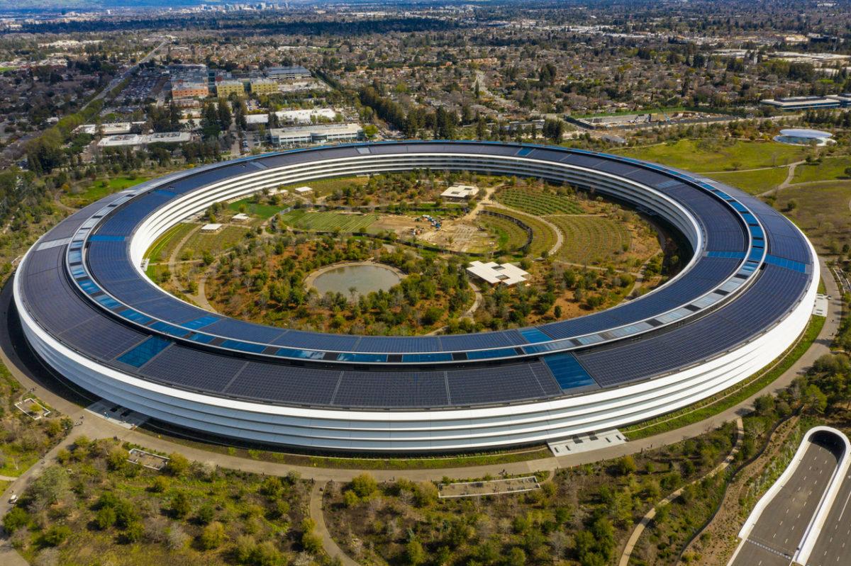 Apple 行政總裁 CEO Tim Cook 在去年八月宣佈員工可在家工作,但近期宣佈員工需一周三日回到辦公室工作。