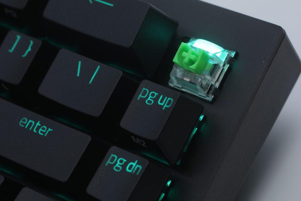 今次筆者所試用的 Razer 綠軸版本在手感類似青軸,但相對更為安靜。