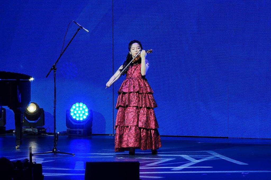 CMHK「共享新未來」啟動禮暨音樂會以天才小提琴家蘇千尋的表演揭開序幕。