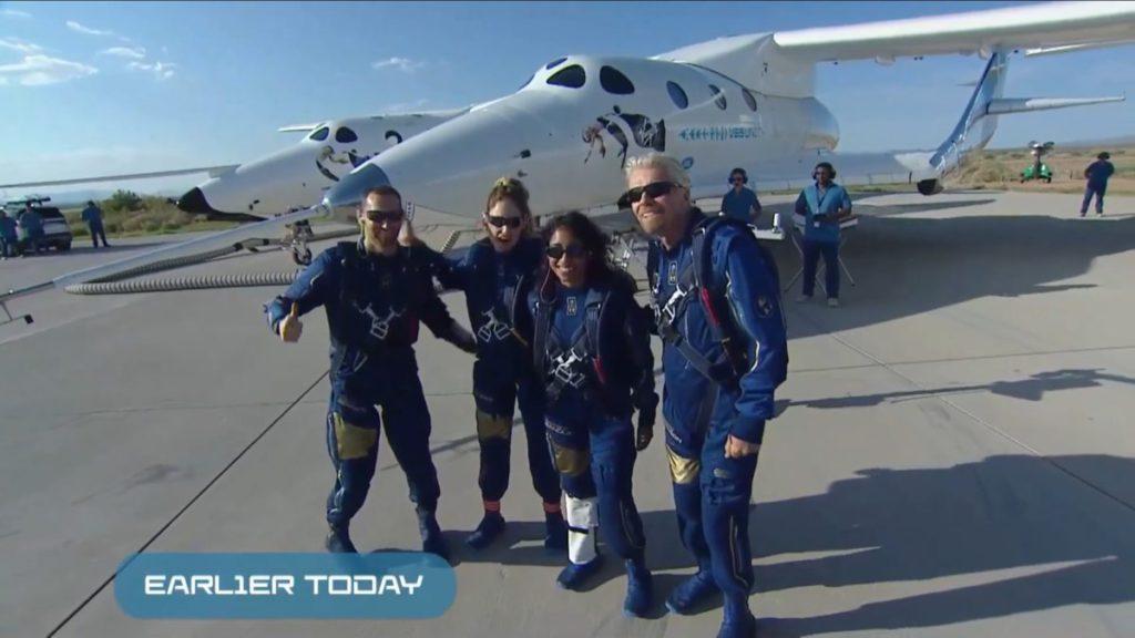今次飛行創辦人 Richard Branson (右)亦是乘客之一。