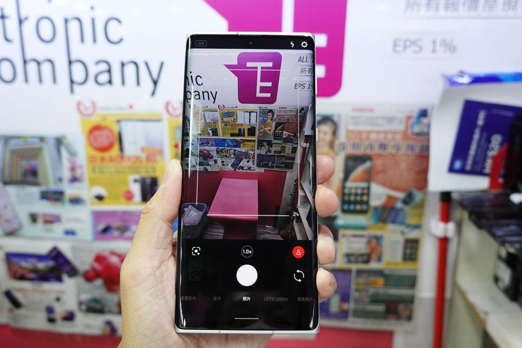 Leitz Phone 1 的拍攝介面設計得相當有 Leica 風格。