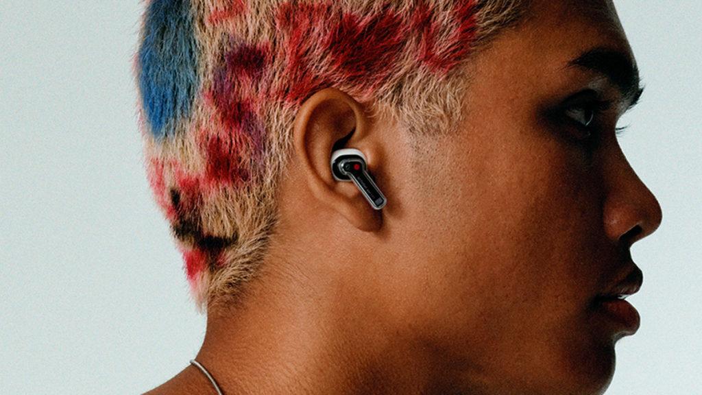 外型屬入耳式加短柄設計。