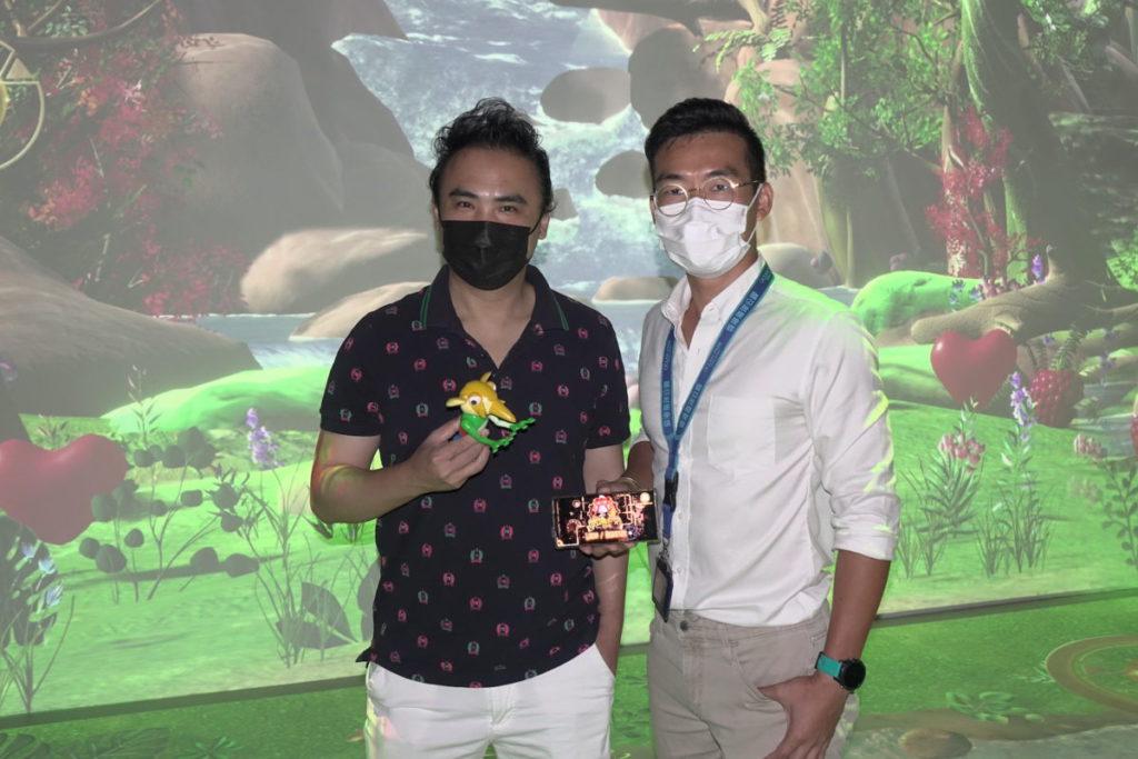 桂濱(左)及張家豪(右)介紹探索號 R。雙方在 2017 年起合作設計,期間嘗試過多種最新技術,組合成互動體驗。