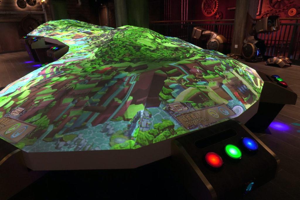 競技障礙賽同樣用上大型投影機,玩另一互動遊戲。