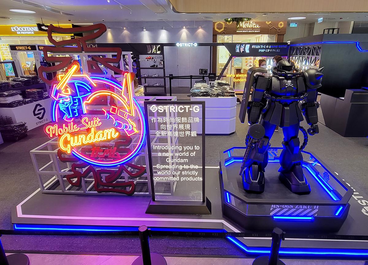霓虹光管招牌旁仲有個「STRICT-G × mastermind JAPAN」1.5m 高嘅渣古 II,比各位打卡之用。