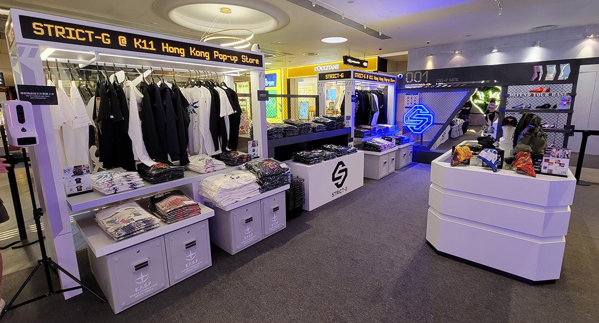 店內有多種 STRICT-G 不同聯乘服飾。