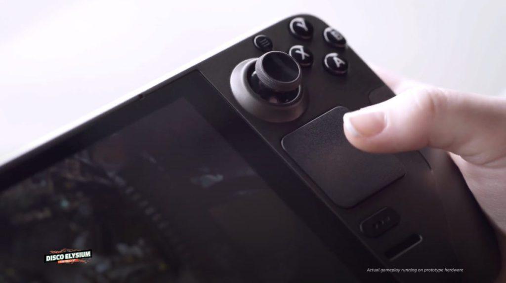 配備豐富的輸入,除了傳統的按鍵、肩鍵、類比扳機掣、十字掣和類比搖桿之外,還有觸控屏幕和感壓觸控板。