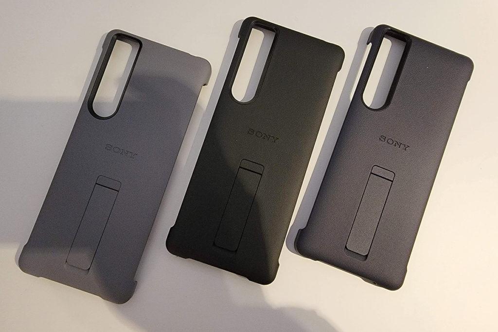 抗菌物料原廠手機套 XQZ-CBBC 備有支架,使用手機可輕易橫放於平面上。