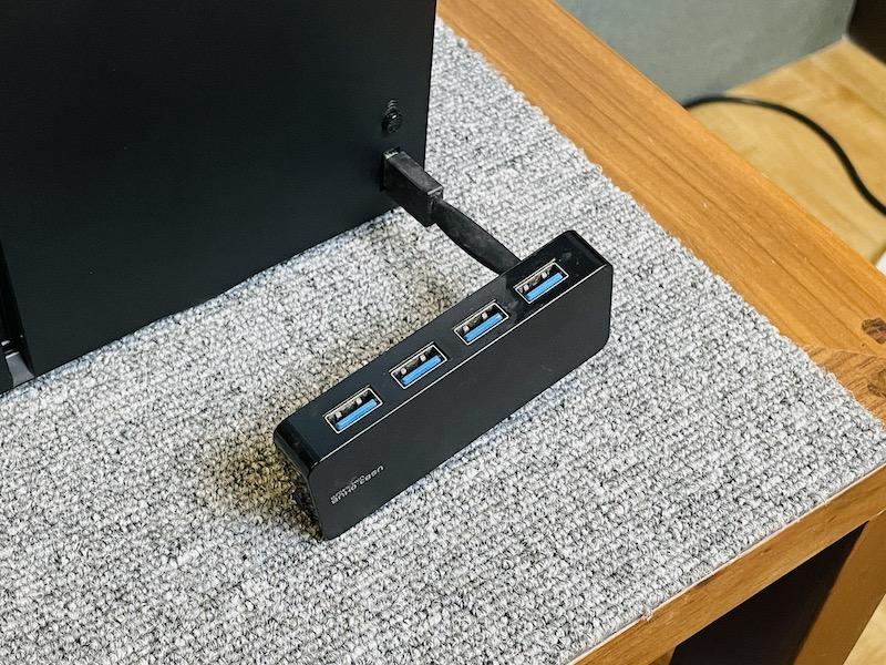Xbox Series X|S 亦支援 USB 鍵盤和滑鼠,提升操作性。用一般 USB 3.0 Hub 連接即可。