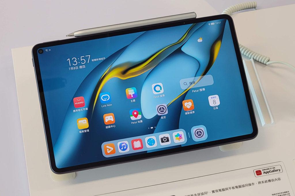 HUAWEI MatePad Pro 內置Snapdragon 870 處理器、採用10.8吋 2K屏幕,支援DCI-P3 色域,即使配備7,250mAh電池,機身也非常纖巧只有460g重。