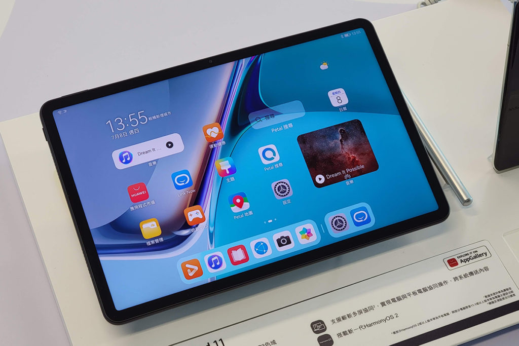 HUAWEI MatePad 11 則使用 Snapdragon 865 處理器,亦有 7,250mAh 高量電池,而10.95吋屏幕支援 120Hz高更新率,影像表現大幅提升,打機睇片效果更佳。