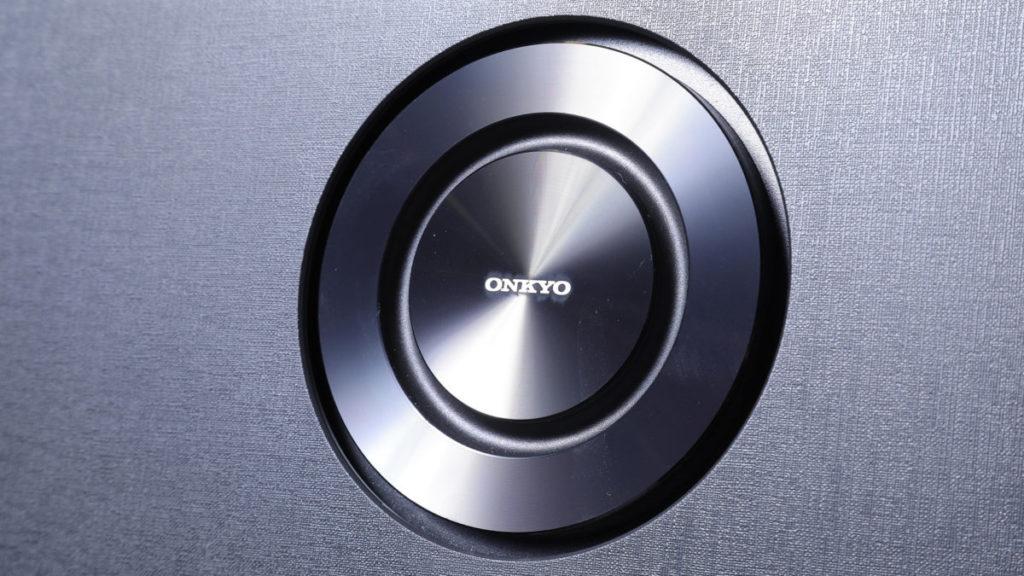 電視用上 ONKYO 2.1 聲道重低音揚聲器,再配合 Dolby Atmos ,提升聲畫享受。