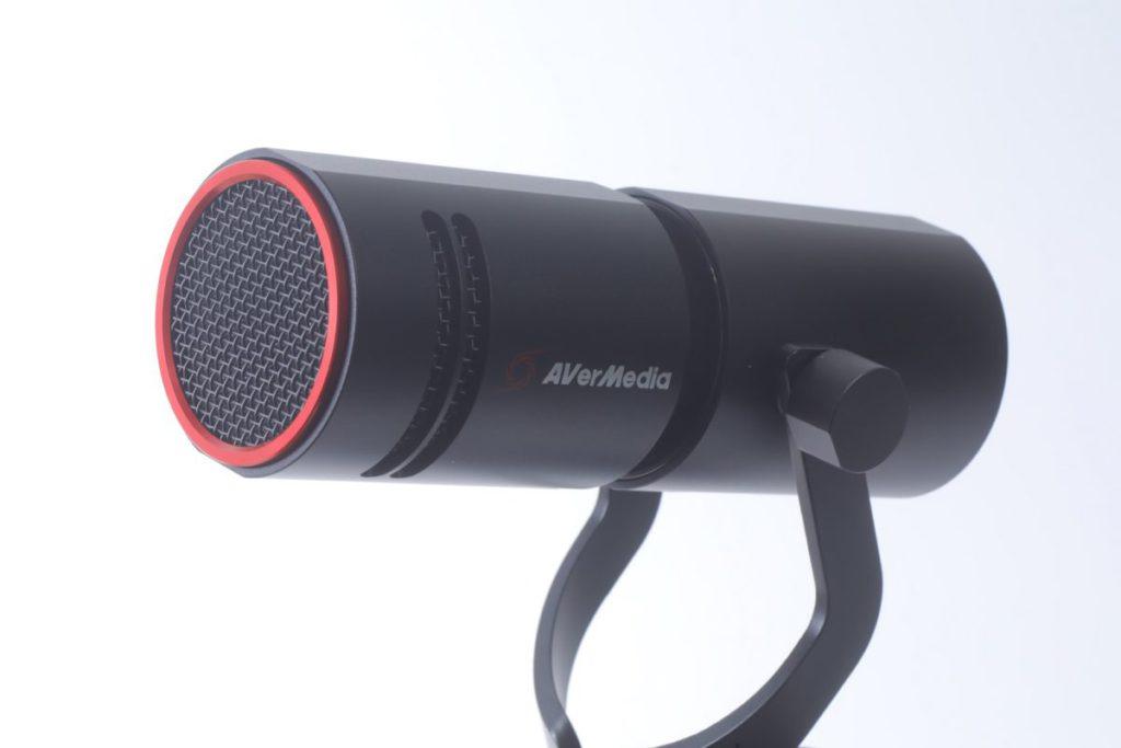 Live Streamer AM330動圈咪高峰屬圓柱形設計。