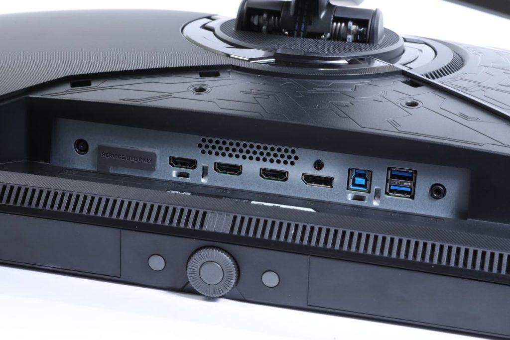 屏幕設有3組HDMI 2.0、1組DP 1.4及1組DSC作燈光同步或 修改的LiveDash屏幕。