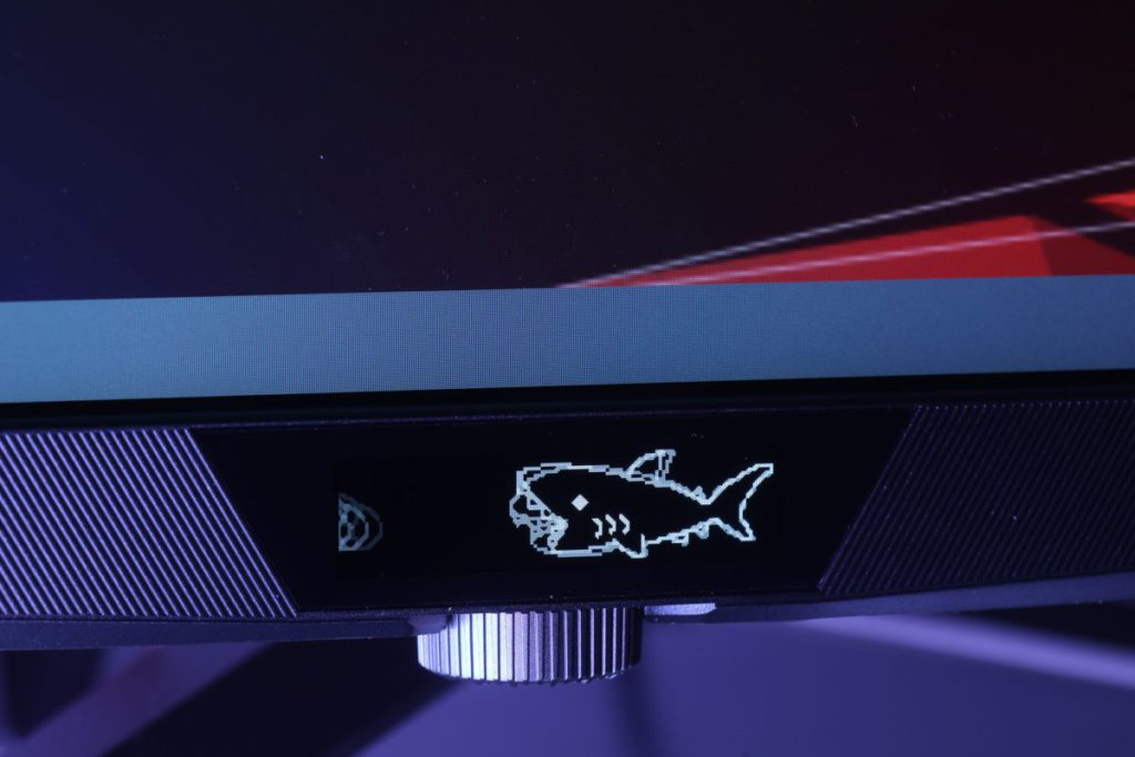 屏幕下方的LiveDash 屏幕可以自行修改顯示的圖案。