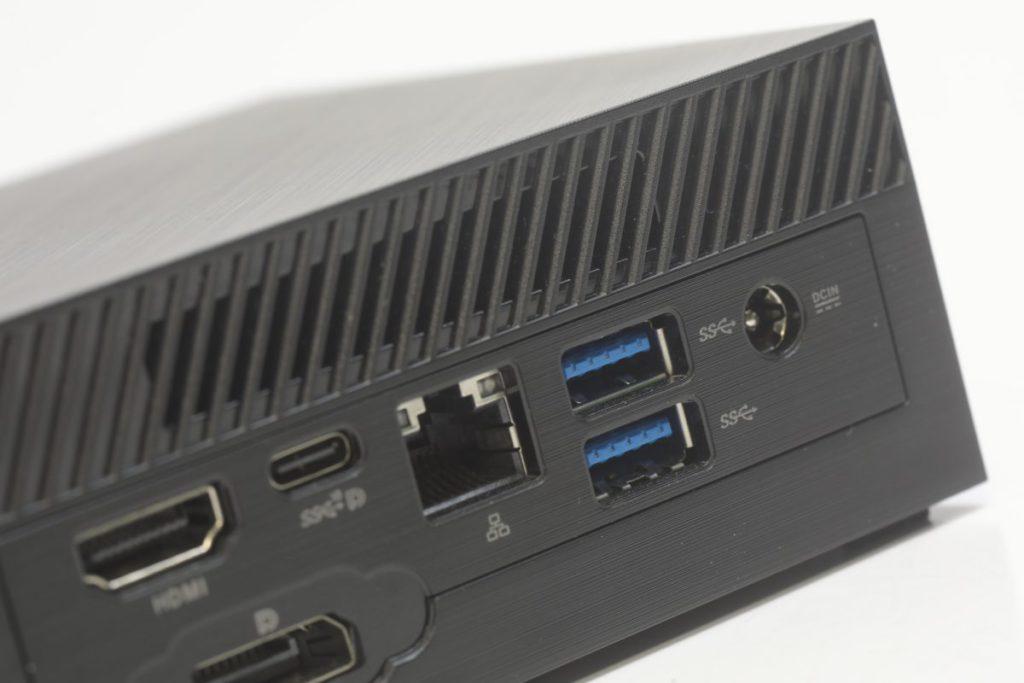 背面有1個USB 3.1 Gen1 Type-C、HDMI、Display Port 1.4、RJ45及兩個USB 3.1介面。