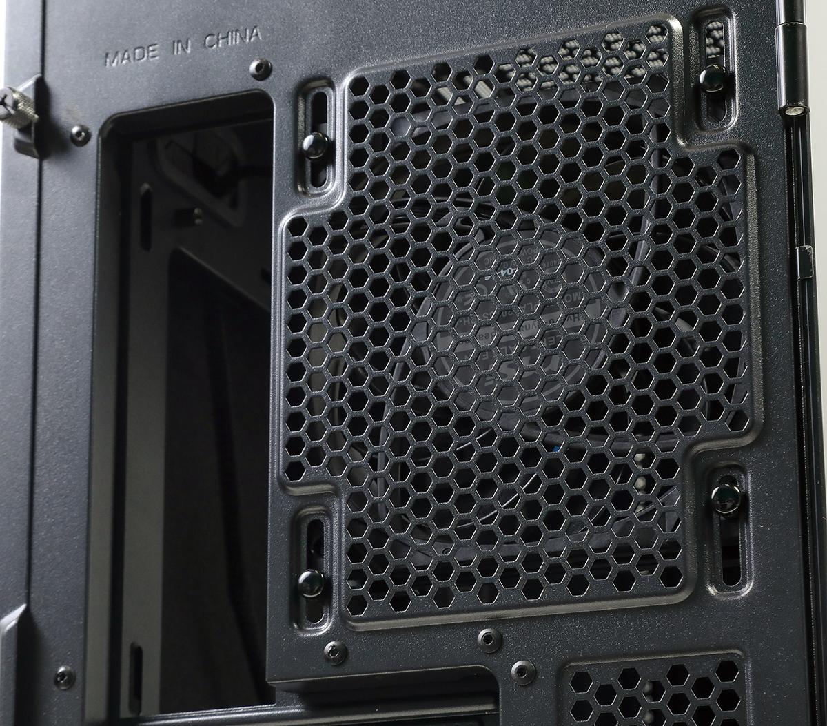 附送的 MEG SILENT GALE P12 風扇不但工作寧靜,同樣也採用多項技術加強散熱性能,如採用 32 度最佳化的傾角,可保留 58% 的氣流量,達至最佳散熱效果。