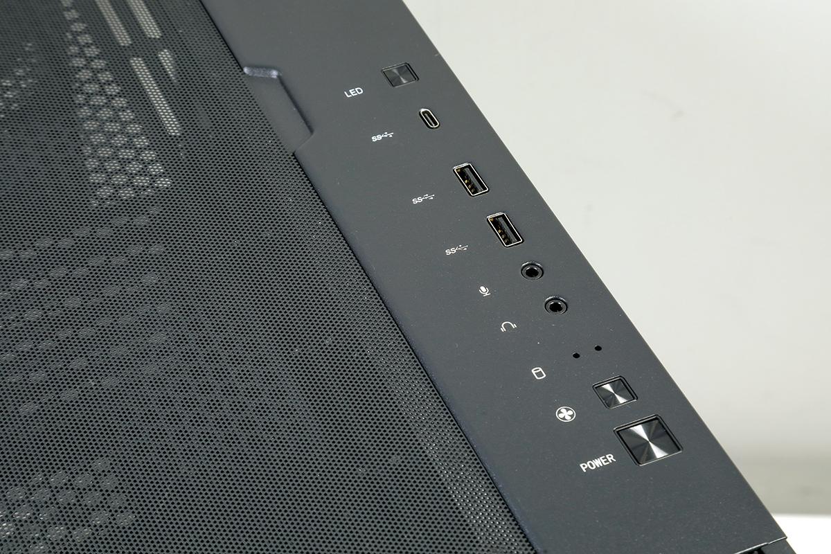 前置 10Gbps 的 USB Gen2 Type-C 連接埠,可支援外置 SSD 等高速設備。