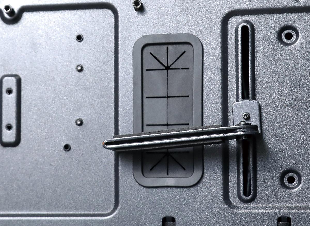 提供 VGA 支撐架,不用再害怕使用新一代重型顯示卡。